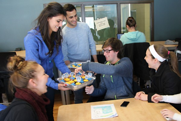 UWSA officials Ivona Bilbilovska and Josh Paglione hand out cupcakes