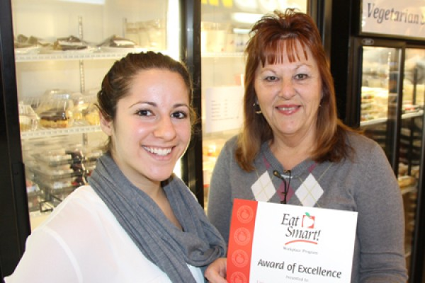 Dietitian Tara Galloro presents Food Services manager Jane Meunier with an Eat Smart! award.