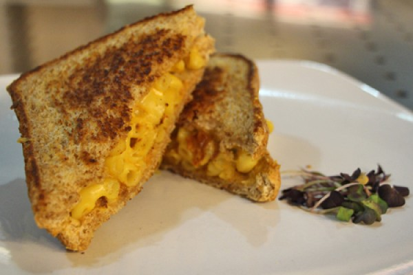 grilled cheese sandwich oozing macaroni and cheese