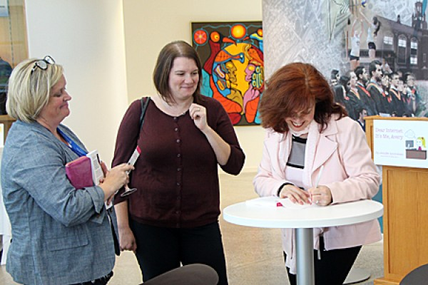 Patti Lauzon and Kerri Zold get books signed by author Jennifer Ammoscato.