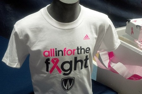 Lancer T-shirts expressing solidarity in the fight against breast cancer