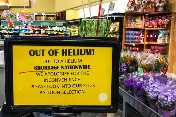 sign in balloon store explaining shortage of helium