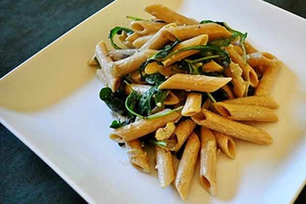 Penne with brie, mushrooms and arugula
