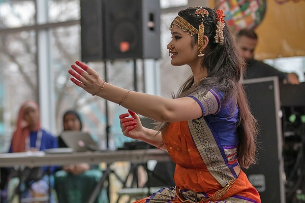 Jinkal Modi performing classical Indian dance
