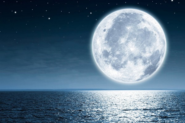 image of moon shining on water