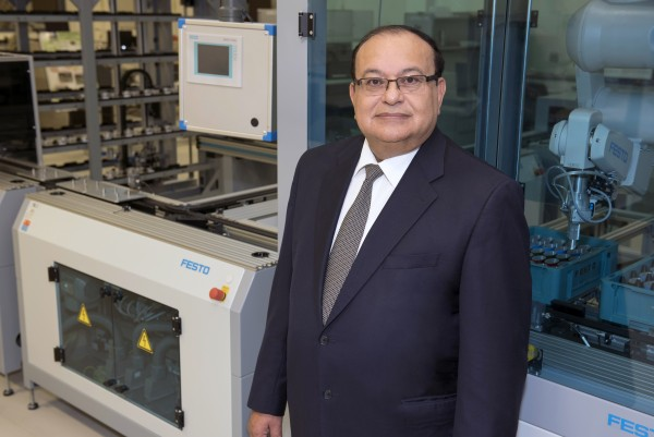 Professor Waguih ElMaraghy was recently selected as a fellow of the Society of Manufacturing Engineers', one of only seven individuals to receive this honour.