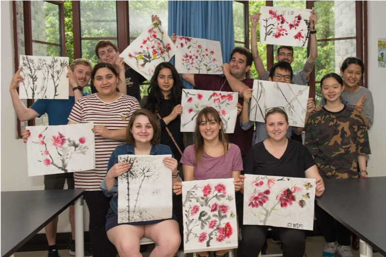 2018 Reciprocal Learning Program - Group holding paintings