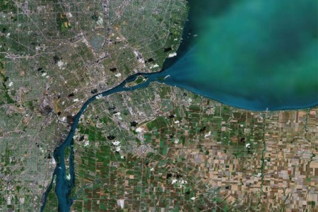 Map of Windsor, Ontario, Canada and Detroit, Michigan to the north